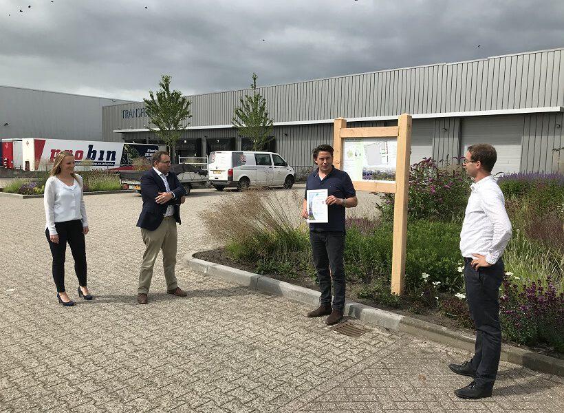 Mark Rotteveel (r) bij de uitreiking van NL Terreinlabel aan Transferro.